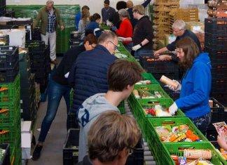 militairen-helpen-bij-bevoorrading-voedselbanken-april-2020